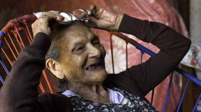 96-year-old woman is going to schoo